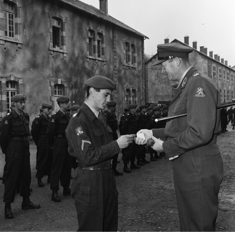 Voor zijn moedige optreden werd dienstplichtig Limburgse Jager A.C. Heeren bevorderd tot korporaal
