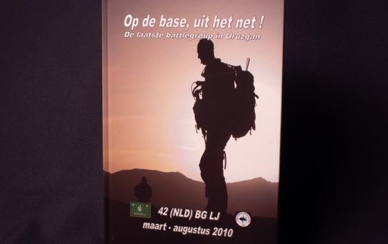 Boek Op base, uit het net - 42 BLJ 2010 + DVD